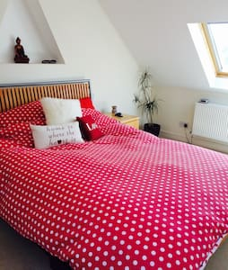 Gorgeous light and airy loft room. - Chichester