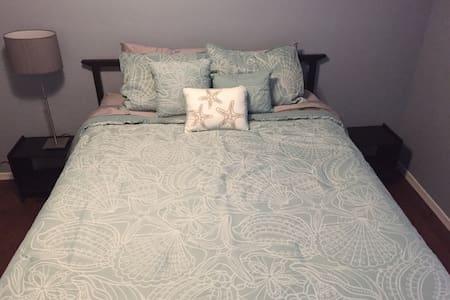 Queen bedroom - SE of Tucson BL - Vail - Maison