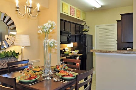 Lake District Luxury Condo w/ pool - Alexandria - Apartamento