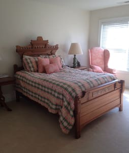 Lovely room in beautiful townhouse in Danbury - Danbury - Townhouse
