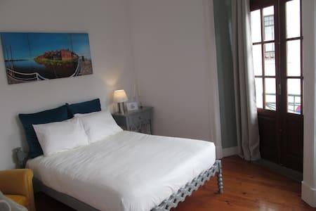 Casa Azul Hostel - Quarto Azul - Sintra