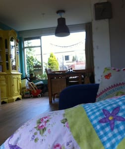 Cosy livingroom near Zaanse Schans and Amsterdam - Szoba reggelivel