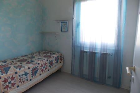 Camera con vista sulla vallata e golfo di Trieste - Muggia - House