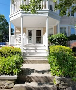Incredible 2 Bedroom Apartment on East Side of PVD - Providence - House