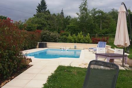 Calme et confort assurés - Douzillac - House