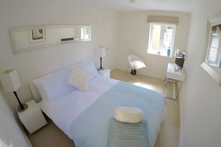 Double Bedroom + Bathroom - Beckenham - Hus