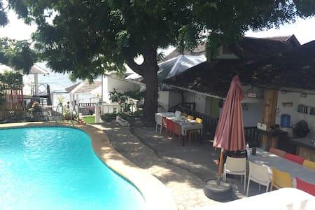 Anilao beach front Rooms - Mabini