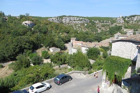 Duplex 38 m² village médiéval, Gorges Ardèche - Balazuc - Apartment