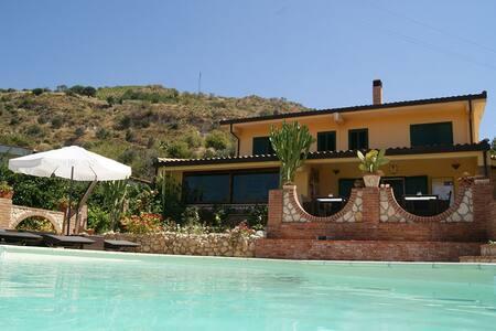 B&B La Collina Felice - Reggio Calabria - Bed & Breakfast