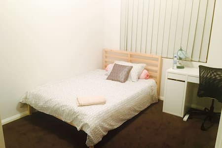 Spacious Bedroom, quiet and nice - Cloverdale - Haus