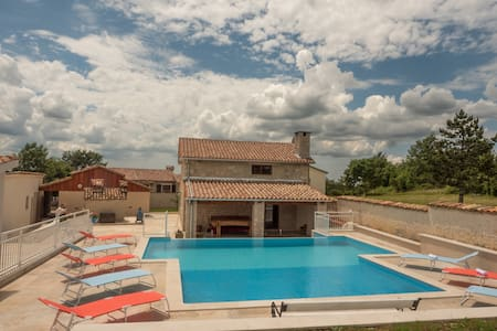 STONE VILLA WITH SWIMMING POOL - Pazin