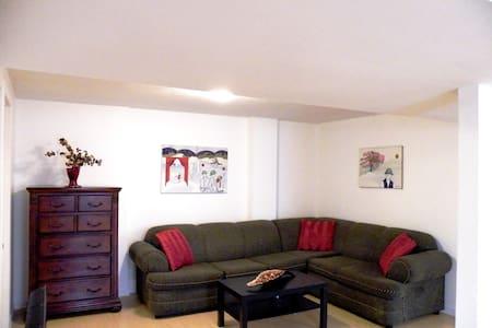 Superbe logement, coin tranquille - Apartmen