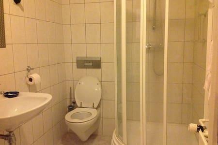Slaapkamer met wc, douche en sauna - Enschede