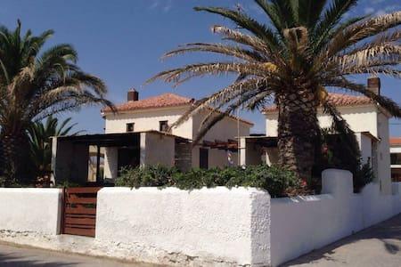 Traditional Stone-Built Beach House - Ev