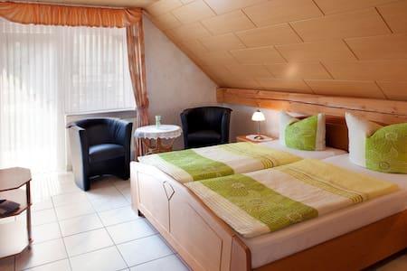 Ferienweingut Thiesen - Doppelzimmer 4 - Hus
