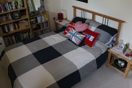 Comfortable double room in Portishead. - House