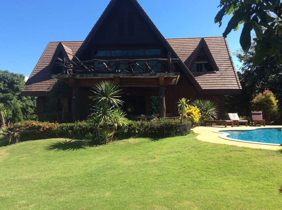 Magnificent Mountain View Villa with Private Pool