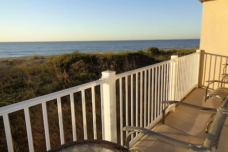 Sauna, Jacuzzi, heated pool, restaurant, bar - North Topsail Beach