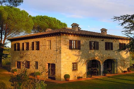 Lucignano Secondo - La Villa - Villa