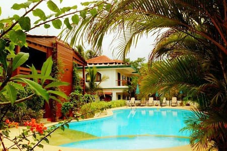 Relaxed and cozy private 1 BR with pool @ Bogmalo - Dabolim - Guesthouse