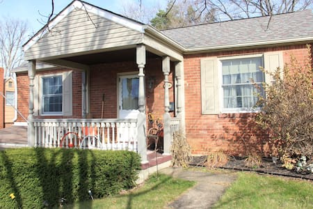 Close Pittsburgh Suburb Home - Pittsburgh - Huis