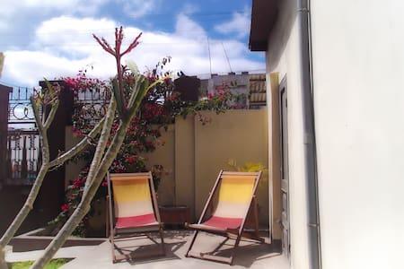 Charmant petit duplex en centre-ville - Villa