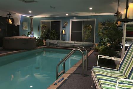 Spa-Like Indoor Pool/Spa/Sauna - Cranston - Ház