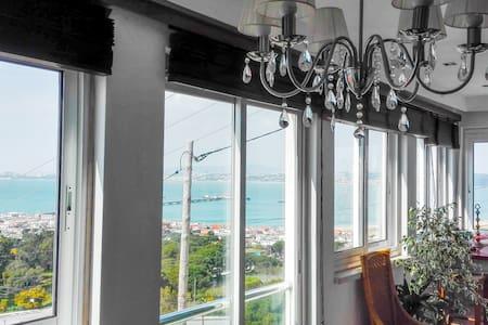 Terrace over sea & city - Casa