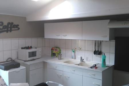Agréable  appartement 2 piéces - Bages - Apartment