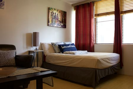 Cozy Waikiki Studio + Free Parking + WIFI - Appartement
