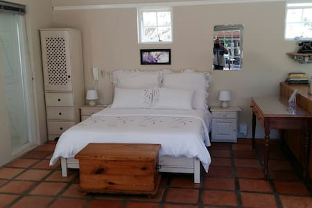 Mulberry Cottage Self Catering. - McGregor