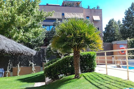 Room with private bathroom in Pozuelo - Wohnung