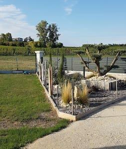 Endroit agréable au coeur de vigne - Francs - Haus