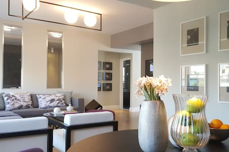 Central Luxury Suite with jacuzzi - Athens - Apartment