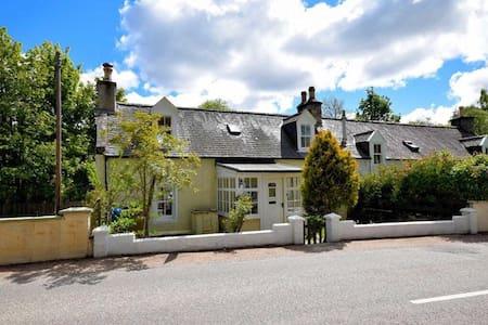 Lovely Highland Cottage on the Banks of Glenlivet - Glenlivet - Casa