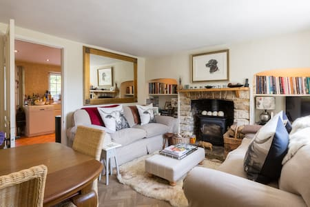 Cosy Cotswold Cottage, Quenington, Gloucestershire - Quenington - Huis