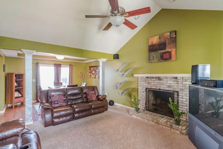 Spectacular Space, Great Freeway Access, - Cleveland
