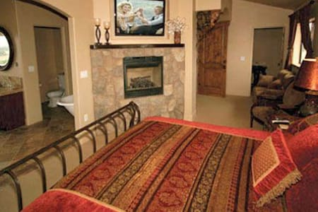 The Tuscany Suite @ Villa Nel Mondo - Paso Robles - Bed & Breakfast