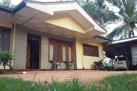 River face village house - Kamburupitiya