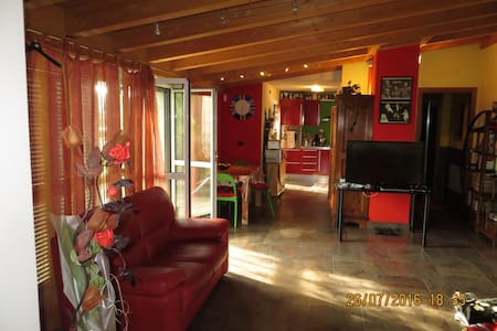 Spacious flat with private garage - Corsico