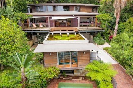 Set amoung the tree tops of the exclusive suburb of Vaucluse this artist designed home will delight you from top to bottom!