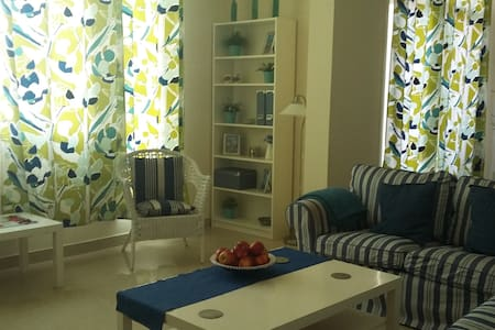Cozy en-suite bedroom in the heart of Al Ain - Apartament