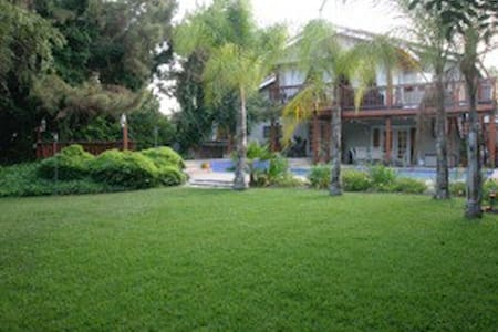 Exclusive private room in super nice home! - Upland - Maison