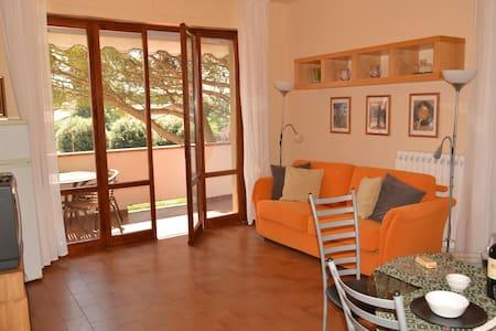 Appartamento per  Casa di Babbo Natale  4/5 person - Montecatini Terme - Wohnung