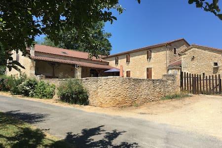 Grande maison dans le Périgord pourpre - Cuzorn