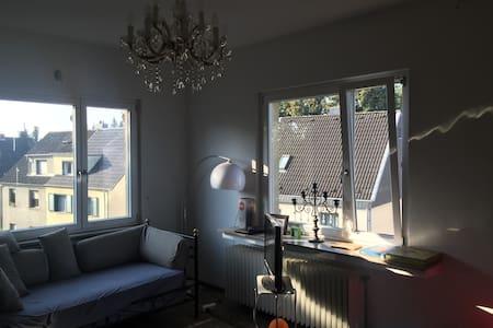 Geräumiges Privatzimmer in Hürth-Efferen - Apartment