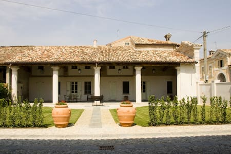 B&B Hospitale I Mori-camera Giulia - Sorbara - Bed & Breakfast
