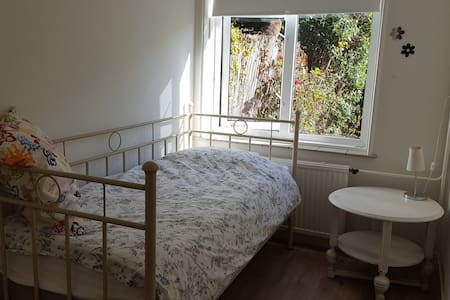Bright, quiet and cosy room near city centre! - Utrecht