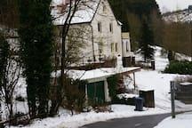 Idyllische Altbauvilla in der Natur