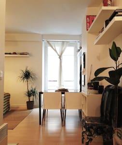 """Modern Studio  """"Le Marais"""" - Paris - Appartement"""